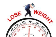 Homme de poids excessif avec l'échelle images libres de droits