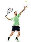 Homme de portion de service de joueur de tennis photographie stock
