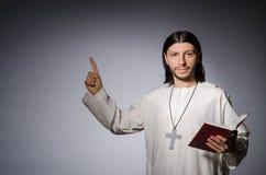 Homme de prêtre images libres de droits
