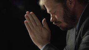 Homme de prière clips vidéos