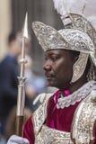 Homme de robe de la tradition populaire romaine pendant la Pâques, soldats romains, appelés Armaos, de confrérie d'EL Nazareno, b Image stock