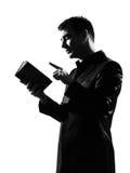 Homme de silhouette avec le bloc - notes Image stock