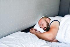 Homme de sommeil image stock
