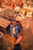 Homme de sommeil au Bangladesh Images stock
