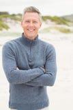 Homme de sourire avec les bras croisés Images libres de droits