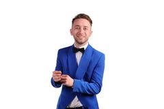 Homme de sourire dans la suite bleue Photo libre de droits