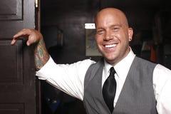 Homme de sourire dans le procès. Photos stock