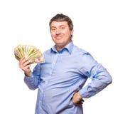 Homme de sourire dans une chemise bleue avec des dollars d'argent Photos libres de droits