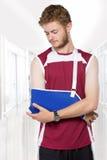 Homme de sport avec le bras dans une bride Image libre de droits