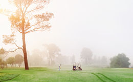 Homme de terrain de golf Photo stock