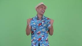 Homme de touristes ethnique multi heureux clips vidéos