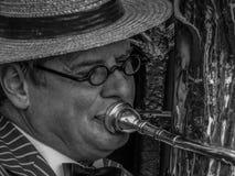 Homme de trompette photographie stock libre de droits