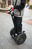 Homme demostrating Segway Photo stock