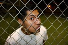 Homme derrière la frontière de sécurité Photographie stock