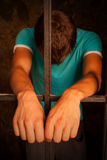 Homme derrière les bars Photos libres de droits