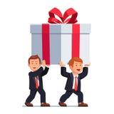 Homme des affaires deux portant la boîte de cadeau énorme illustration stock
