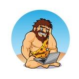 Homme des cavernes étonné trouver un ordinateur portable Image stock