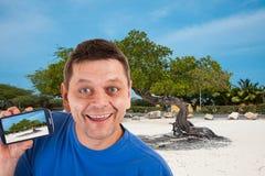 Homme devant la plage dans Aruba Photos libres de droits