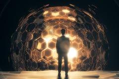 Homme devant la sphère d'or Photos libres de droits