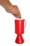 Homme donnant cinquante penny à la charité Photographie stock