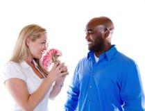 Homme donnant des fleurs Image stock