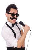 Homme drôle avec la MIC d'isolement sur le blanc Image libre de droits