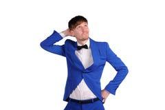 Homme drôle dans la suite bleue Photos stock