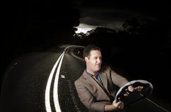 Homme drôle de rage de route dans l'accident de voiture Photographie stock