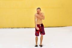 Homme durcissant dans la saison d'hiver Photographie stock libre de droits