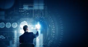 Homme employant des technologies modernes Image stock