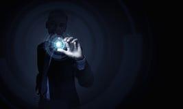 Homme employant des technologies modernes images libres de droits