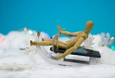 Homme en bois sur un traîneau Image stock