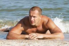 Homme en bonne santé à la mer Photos stock