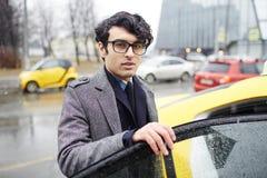 Homme en le taxi Photographie stock libre de droits
