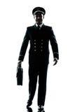 Homme en silhouette d'uniforme de pilote de ligne aérienne Photographie stock libre de droits