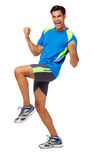 Homme enthousiaste dans l'habillement de sports célébrant le succès Photographie stock libre de droits