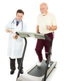 Homme aîné - essai de forme physique Images libres de droits