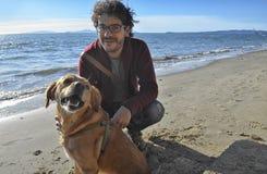Homme et animal familier en automne Photo libre de droits