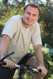 Homme et bicyclette Images stock