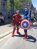 Homme et capitaine America de fer Photos stock