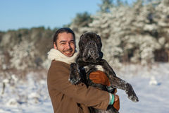 Homme et chien en parc Images libres de droits