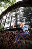 Homme et femme à une table en café Photo libre de droits