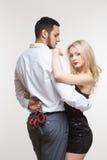 Homme et femme élégants dans des menottes Couples dans l'amour Images libres de droits
