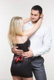 Homme et femme élégants dans des menottes Couples dans l'amour Photo libre de droits