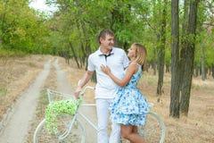 Homme et femme affectueux Images stock