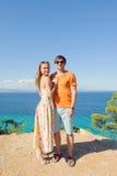 Homme et femme au bord de la mer Photo libre de droits