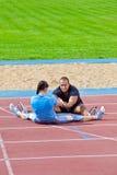 Homme et femme au stade image stock