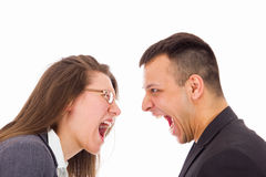 Homme et femme avec des problèmes d'amour hurlant à l'un l'autre Photos libres de droits