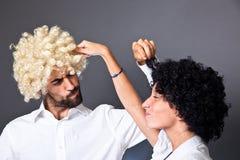 Homme et femme avec la perruque Photo stock
