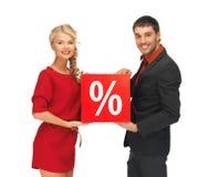 Homme et femme avec le signe de pour cent Photos libres de droits
